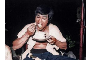 Bruce Lee - Learn How to Eat Like the Master